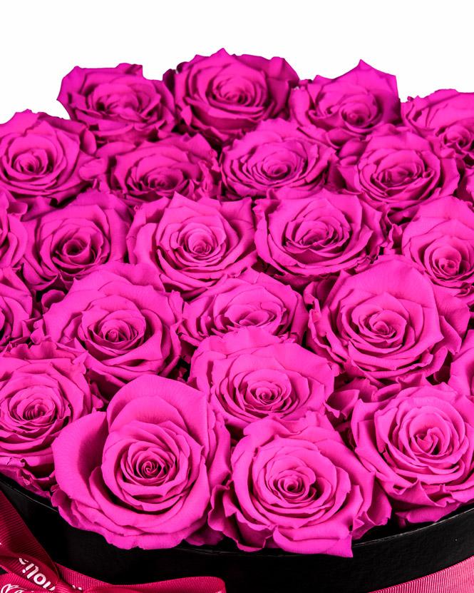 Trandafiri criogenati roz in cutie neagra