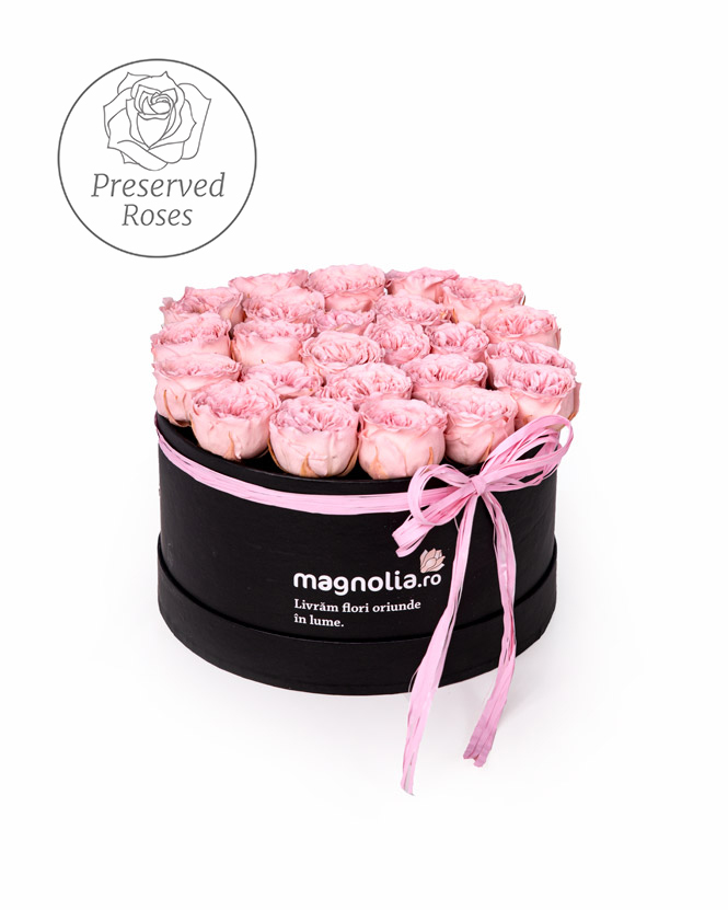 Box with english preserved roses