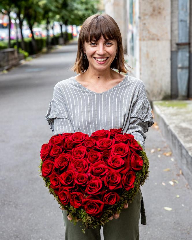 Inimă cu trandafiri roșii