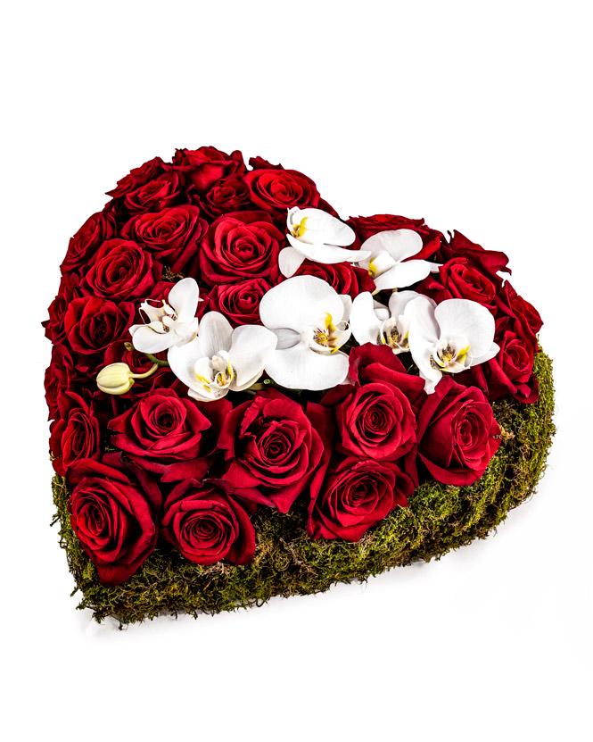 Inimă cu trandafiri si orhidee