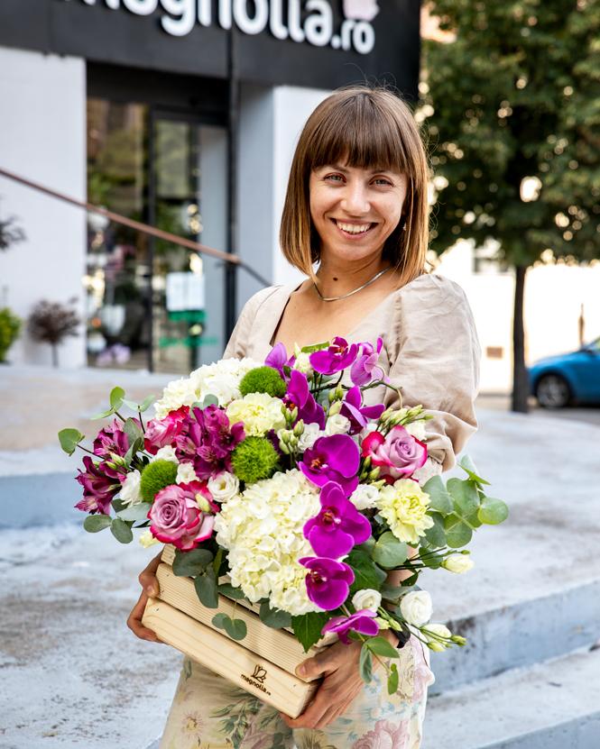 Aranjament cu orhidee și hortensii