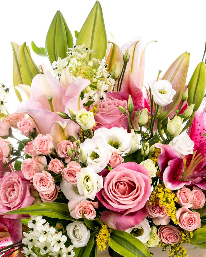 Lădiță cu flori roz