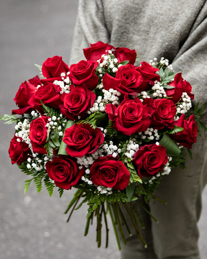 Bouquet of roses and gypsophila