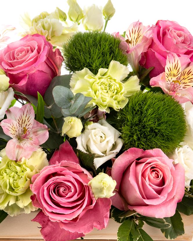 Lădiță cu flori delicate