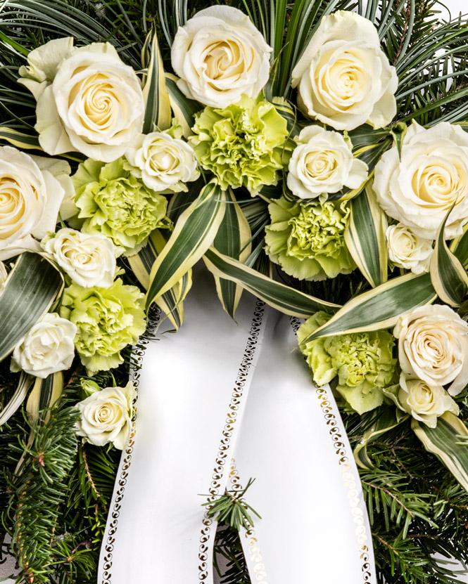 Jerbă funerară cu garoafe și trandafiri