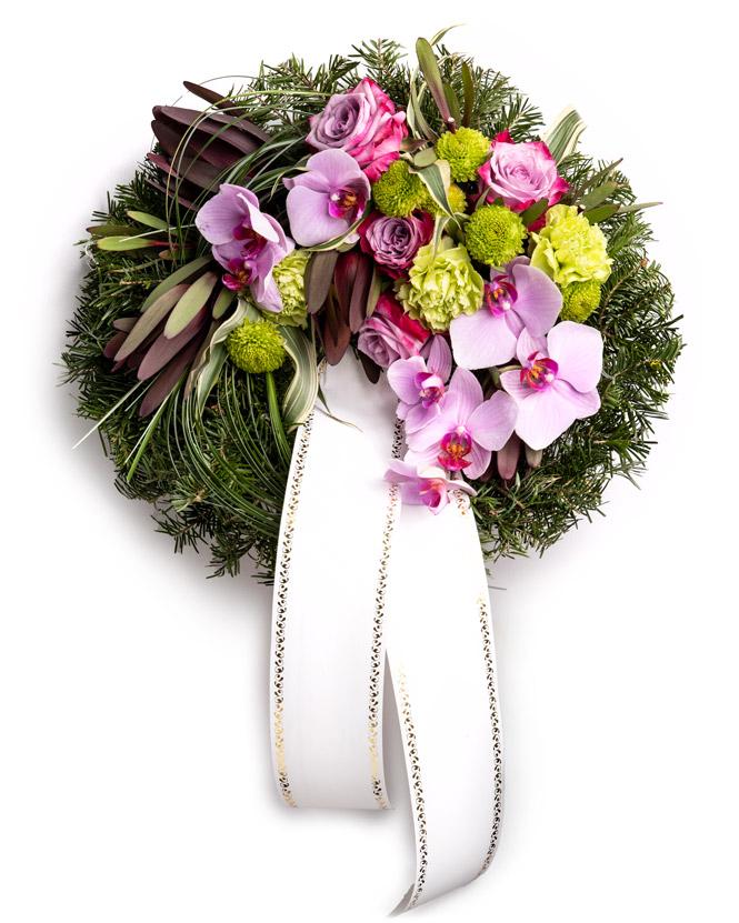 Jerbă funerară cu trandafiri și orhidee