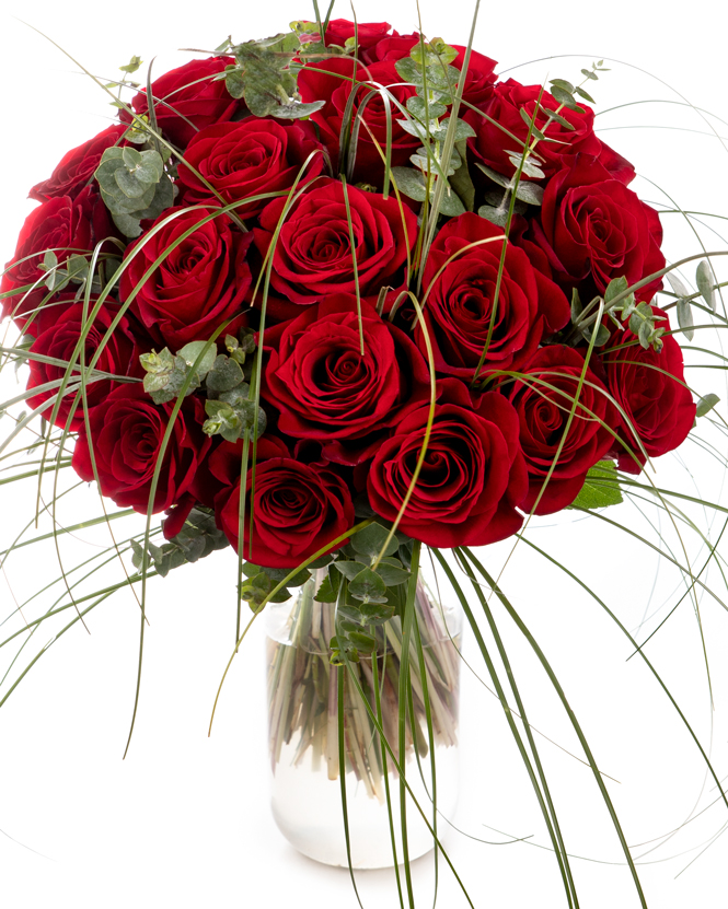 Bouquet of red roses and beargrass