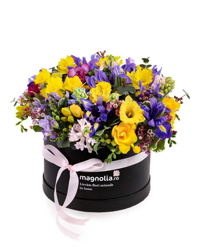 Cutie de primăvară cu flori parfumate