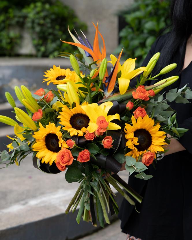Buchet cu floarea soarelui și strelitzia