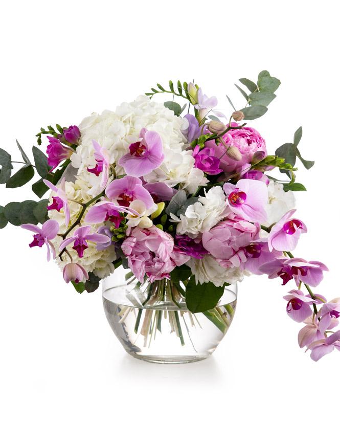 Buchet cu hortensii, orhidee și bujori