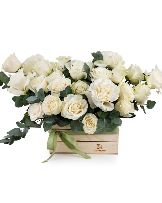 Aranjament cu trandafiri albi