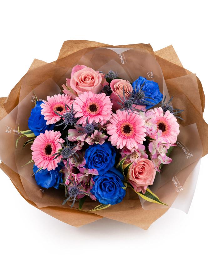 Buchet cu trandafiri albaștri și germini