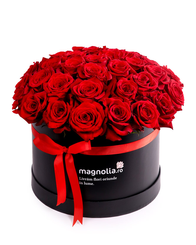 Aranjament în cutie cu trandafiri roşii