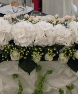 Aranjamente florale de nuntă pentru sală, mese şi outdoor (5)