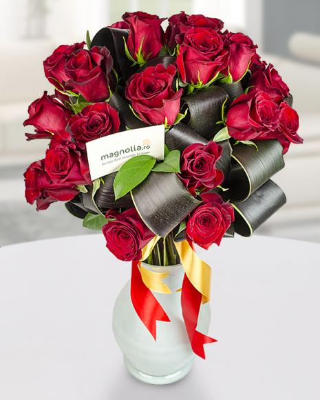 Buchet cu 25 Trandafiri roşii  poza 2