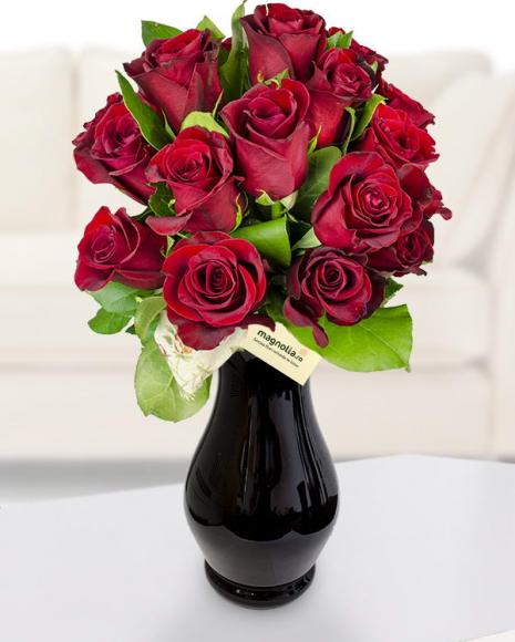 Buchet cu 19 trandafiri roşii  poza 2