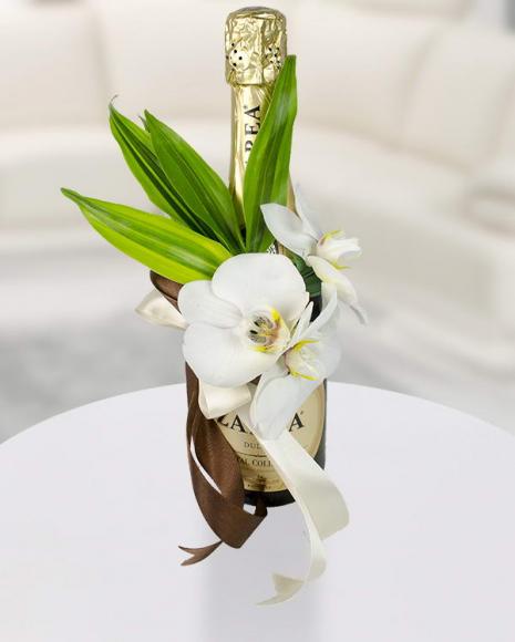 Aranjament sticlă vin spumant și Phalaenopsis