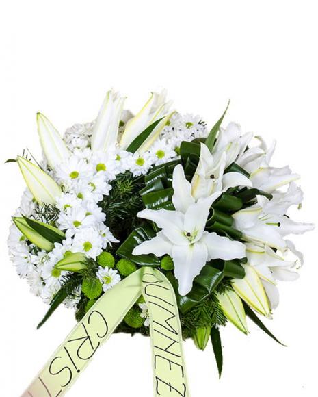 Coroniţă funerară cu flori albe şi verzi