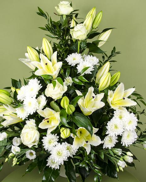 Aranjament funerar cu flori albe