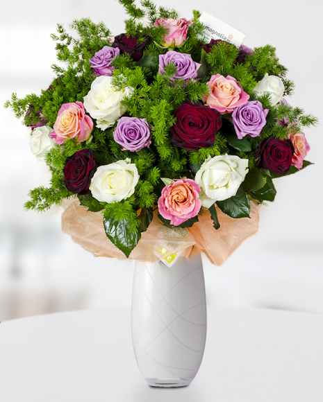 Buchet 39 trandafiri mix, Umbellatus și fundă elegantă din material