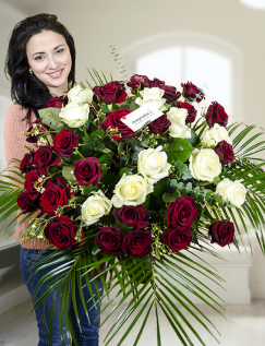 Buchet 39 trandafiri roşii şi albi