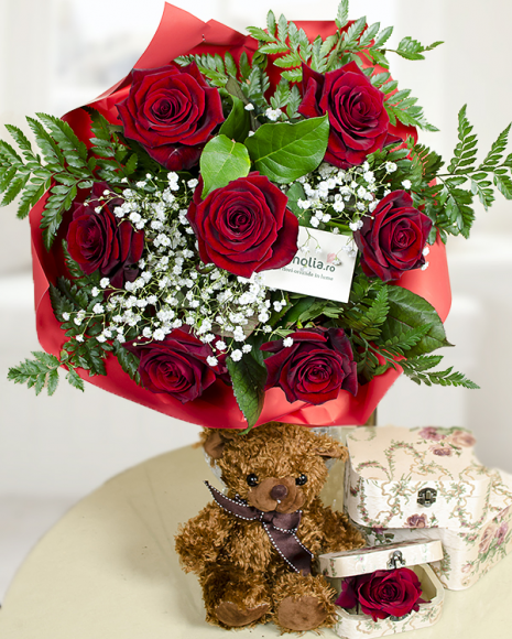 Buchet cu 7 trandafiri roşii împreună cu un ursuleţ de pluş
