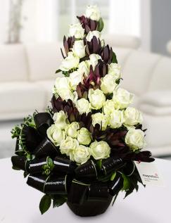 Aranjament 27 trandafiri Avalanche și Leucadendron