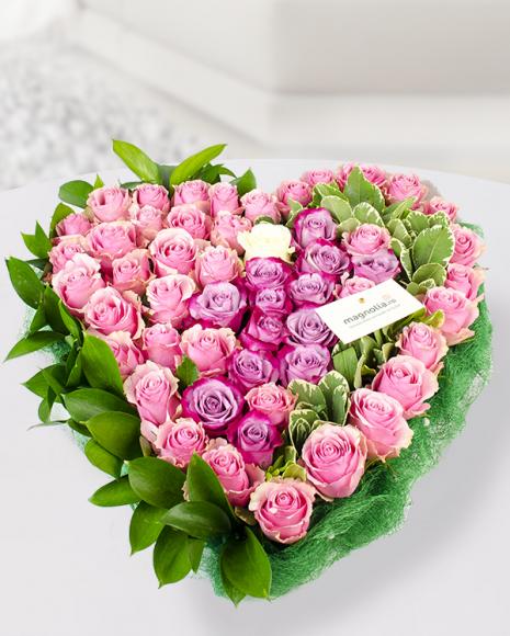 Inimă florală cu 49 trandafiri