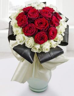 Buchet inimă de trandafiri