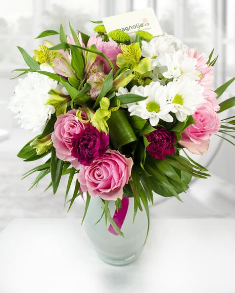 Buchet crizanteme trandafiri roz şi gerbera