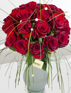 Buchet trandafiri roşii si accesorii florale