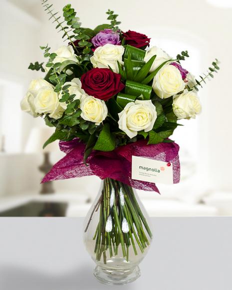 Buchet deosebit cu 30 trandafiri coloraţi