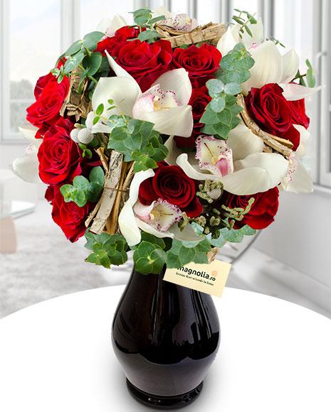 Buchet 15 trandafiri si orhidee cymbidium