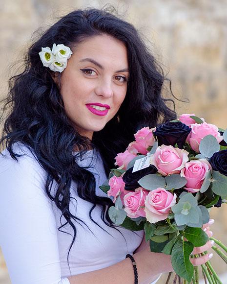 Buchet de trandafiri negri şi roz