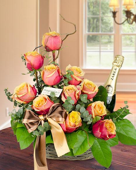 Aranjament cu trandafiri si vin spumant