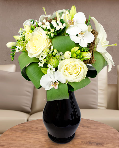 Buchet mix cu flori albe