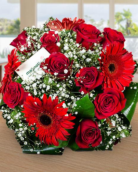 Buchet cu trandafiri şi gerbere roşii