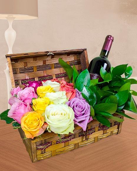 Aranjamente florale in cutie cu trandafiri si vin