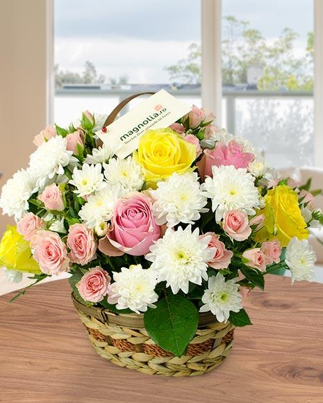 Coş crizanteme si trandafiri