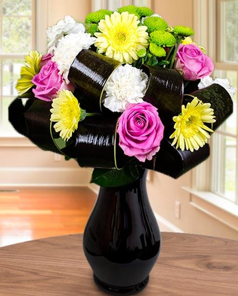 Buchet multicolor cu flori clasice