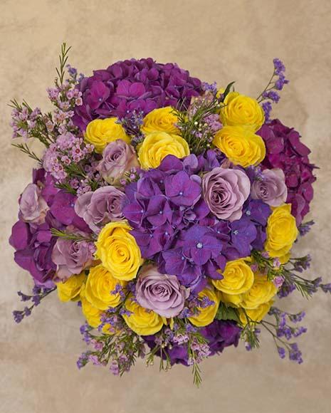 Buchet de flori de lux cu trandafiri si hortensii