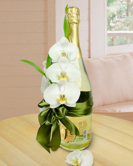 Aranjament pe sticlă de șampanie cu particule de aur
