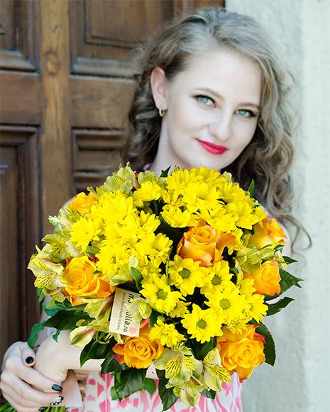 Buchet crizanteme şi trandafiri