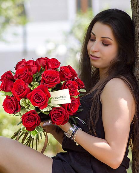 Buchet cu trandafiri roşii