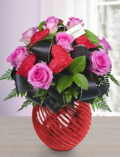 Buchet cu trandafiri roz si inimioare