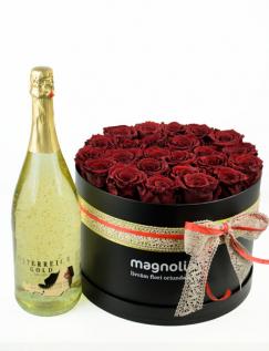 Cutie cu 25 trandafiri criogenati rosii si sampanie
