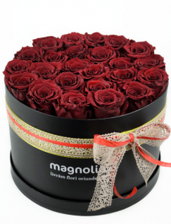 Cutie cu trandafiri criogenati rosii