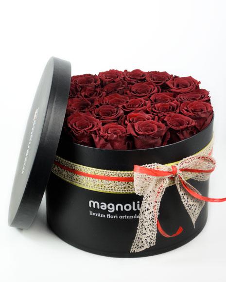 Trandafiri criogenati rosii in cutie neagra