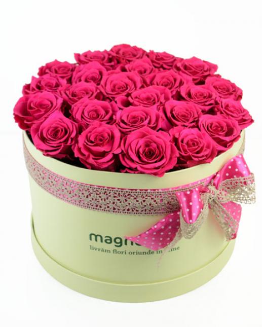 Cutie cu trandafiri criogenati si vin spumant