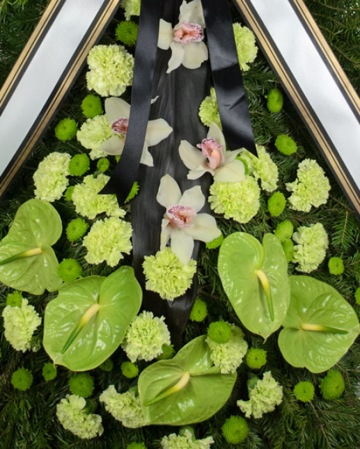 Coroana funerara cu garoafe